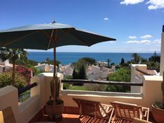 Spectacular panoramic see views, 2 bedroom apartment, a few minutes walking distance to the sea , located in a very popular area Casares beach , a 5 min drive to La Duquesa marina, Estepona, Soto Grande and Gibraltar, Excellent location, pefect for holiday home, investment or to spend all year round. Great value