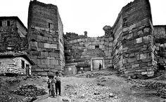 Ankara Kalesi Ulus Cephesinden Girişinde Çocuklar (1900)