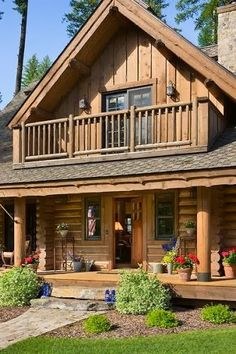 Log Cabin With Authentic Look A talented couple creates a Montana cabin that pays homage to its heritage with a contemporary twist.A talented couple creates a Montana cabin that pays homage to its heritage with a contemporary twist. Log Cabin Living, Log Cabin Homes, Cabins In The Woods, House In The Woods, Modern Log Cabins, House With Balcony, Cabins And Cottages, Logs, My Dream Home