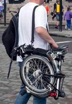 Brompton on a shoulder strap. Uses a brompton handle. Fat Bike, Brompton, Bike Friday, Bike Photography, Folding Bicycle, Bike Storage, Bike Style, Mini Bike, Bicycle Accessories