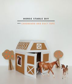 DIY Play Horse Stable with duct tape and cardboard Diy For Kids, Crafts For Kids, Diy Crafts, Play Horse, Diy Karton, Horse Crafts, Horse Stables, Cardboard Crafts, Cardboard Playhouse