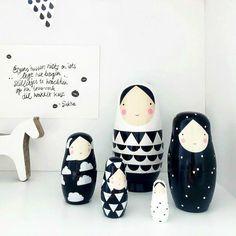 Matroschka Puppen in schwarz und weiß / dolls in black and white by designupdate via DaWanda.com
