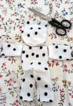 DIY & Crafts: 11 Amazing Manly Christmas Gift Ideas For Boyfriend Diy Sock Toys, Sock Crafts, Bunny Crafts, Preschool Crafts, Homemade Stuffed Animals, Sock Monkey Baby, Sock Dolls, Sock Animals, Crochet Bunny