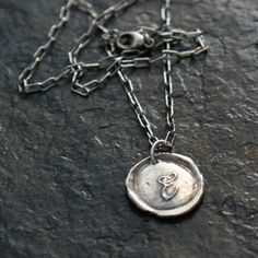 Have been on a hunt for initial charms. Like this one, however I'd like it better in gold.