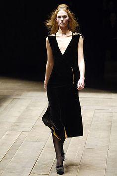 Alexander McQueen Fall 2006 Ready-to-Wear Fashion Show - Tatyana Usova