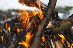 Survival Art - Portable Survival Shelter - Doomsday Survival Kit - Survival Skills In The Wild Survival Knife, Survival Tips, Survival Skills, Survival Fishing, Survival Videos, Off The Grid News, Get Off The Grid, Doomsday Survival, Fast Food Places