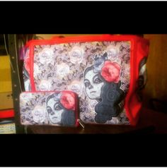 ¡Fabriana y su Tote Bag y monedero de Flora La Muerte! #HotChocolateDesign #TalentoVenezolano #ToteBag #Portamonedas #FansHCD #HCD #Diseñovenezolano