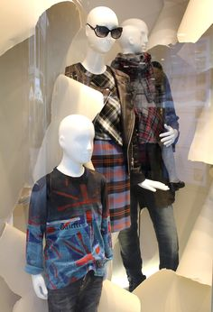Find fashion news about Season Opening Fenster and much more at our trend blog, made by STEFFL Department Store. We are open Mo - Sa. Phone: +43 (0)1 930 56 - 0. We have all the fashion trends for vienna.