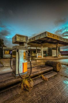 a once busy gas station lies in the middle of no where Mysteriously Beautiful Abandoned Places