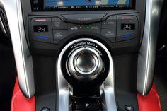 3基のモーターと3.5リッターツインターボエンジンからなる、独自のハイブリッドシステムを搭載した新型「ホンダNSX」。開発テーマである「New Sport eXperience=新たな走りの喜び」とはどんなものなのか。その出来栄えを、オープンロードで確かめた。