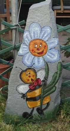 Daisy and bee painted on rock Pebble Painting, Tole Painting, Pebble Art, Painted Pavers, Hand Painted Rocks, Painted Stones, Stone Crafts, Rock Crafts, Caillou Roche