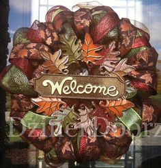 Trendy Tree Blog showcasing Beautiful creations by Becky at DzinerDoorz! Beautiful handcrafted wreaths.
