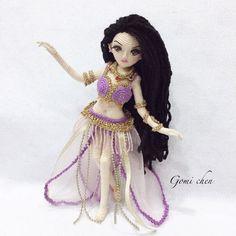 Las Razas del Mundo en Amigurumis | Otakulandia.es Crochet Fairy, Cute Crochet, Crochet For Kids, Beautiful Crochet, Crochet Toys, Knit Crochet, Crochet Dolls Free Patterns, Crochet Doll Pattern, Amigurumi Patterns