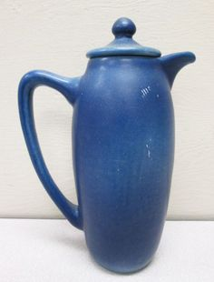talk about retro . Rookwood Pottery, Ceramic Pottery, Pottery Art, Pottery Making, Art And Architecture, American Art, Dinnerware, Stoneware, Art Decor
