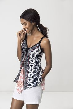 The printed boho printed top, with a touch a trapeze. Boho Top, Shoe Shop, Art Direction, Fashion Online, Fashion Accessories, Stylists, Plus Size, Touch, Shorts