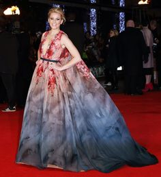 Elizabeth Banks and Jennifer Lawrence Sizzle at The Hunger Games: Mockingjay Part 1 World Premiere | Shopping Online Usa