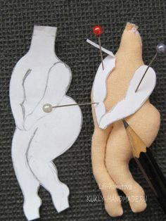 Aprende hacer hermosos porta papel higiénico de tela-paso a paso - CURSOS GRATUITOS Diy Doll Pattern, Doll Sewing Patterns, Sewing Dolls, Doll Clothes Patterns, Doll Crafts, Sewing Crafts, Sewing Projects, Diy Toilet Paper Holder, Diy And Crafts