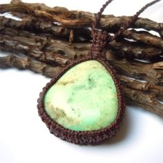 Sweet apple green Chrysoprase pendant. A bold macrame necklace full of the energies of life, renewal, freshness, harmony and abundance its vibrant color brings!!!    GREEN CHRYSOPRASE, the impartiality teacher.    Among the main properties of this beautiful and powerful stone are the inspiration of love of truth, hope, fidelity, prosperity and stimulation of our talents and creativity. It also increases flexibility, wisdom, generosity, inner peace, inner strength and self-confidence to face…