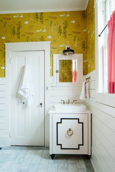 great idea for the bathroom vanity  ~  O'verlays!