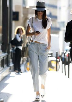 Kendall Jenner's street style game has won her major points in our book. See… Kendall Jenner's street style game has won her major points in our book. See the rest of her stylish looks her. New Outfits, Summer Outfits, Casual Outfits, Fashion Outfits, Fashion Story, Indie Outfits, Classic Outfits, Fasion, Look Fashion