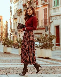 Fall outfit for the day time to night time . full a line plaid skirt, knit sweater and brown boots Modest Outfits, Modest Fashion, Casual Outfits, Cute Outfits, Classy Outfits For Women, Classy Winter Outfits, Modest Clothing, Winter Outfits For Work, Classy Women