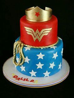 Wonder Woman Cake I WANT this for my birthday! I had a Wonder Woman cake when I was about Wonder Woman Kuchen, Wonder Woman Cake, Wonder Woman Party, Fancy Cakes, Cute Cakes, Beautiful Cakes, Amazing Cakes, Anniversaire Wonder Woman, Birthday Woman
