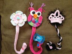 Sujetadores de bobos los encontrarás en Bambinos Crochet en FB.$ 6 cdu