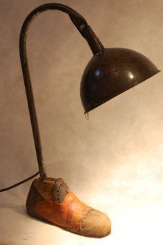 """Lampe """"Cendrillon's pantoufle"""". Rencontre entre un entonnoir et un embauchoir. : Luminaires par poub-art"""