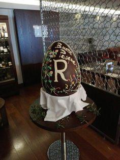 L'Uovo di Pasqua decorato dal nostro #Giambattista  The Easter Egg decorated by our #Giambattista #renhotels #rdiscovery