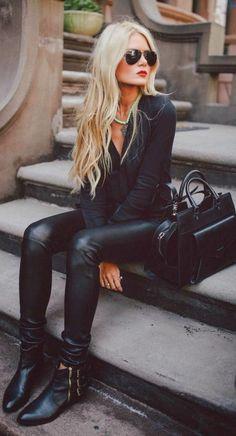 les bottes noires en cuir sont un vrai hit