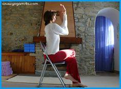 Yoga au bureau: Garudasana sur une chaise, l'intention de la  posture