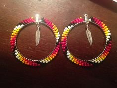 Beaded hoops Beaded Earrings Native, Beaded Earrings Patterns, Seed Bead Jewelry, Seed Bead Earrings, Hoop Earrings, Beaded Anklets, Beaded Bracelets, Native American Earrings, Girls Jewelry