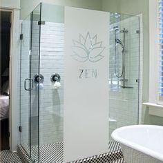 Décorez votre salle de bain à la manière d'un SPA avec ce sticker occultant à l'esprit zen.