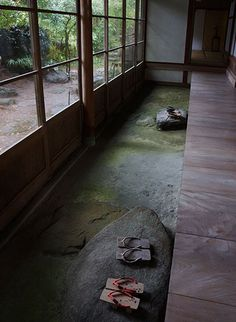 "Japanese traditional earthen floor, Doma 土間- coolest ideal ever to separate ""dirty"" floor from ""living"" floor Japanese Style House, Traditional Japanese House, Traditional Landscape, Japanese Homes, Japanese Interior Design, Japanese Design, Wabi Sabi, Japanese Architecture, House Architecture"