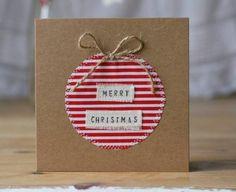 insciption Joyeux Noel et boule de noel en tissu, collée sur du papier kraft, carte de noel a fabriquer