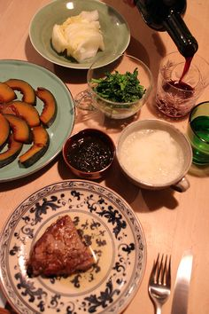 dinner on Wed. 11 Feb. 2015: beef steak with grated Daikon by Ponzu, sweet-sour braised pumpkin, rape blossoms with soy sauce added Japanese mustard Mozuku seaweed salad with vinegar soy sauce dressing, pickled Chinese cabbage, red wine