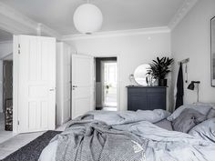 my scandinavian home: Duvet Day In This Cozy Bedroom?my scandinavian home: Duvet Day In This Cozy Bedroom? slaapkamerkleuren my scandinavian home: Duvet Day In This Cozy Bedroom? Bedroom Inspo, Bedroom Decor, Bedroom Rugs, Design Bedroom, Cozy Bedroom, Bedrooms, Scandinavian Bedroom, Minimalist Bedroom, How To Make Bed