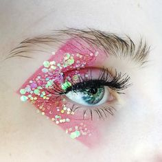 """126 Likes, 15 Comments - Veronika Jung (@nikaxjung) on Instagram: """"FLOSS @kikomilano Wet&Dry Eyeshadow in #21 @glisten_cosmetics Candy Floss Glitter + Primer • • • •…"""""""