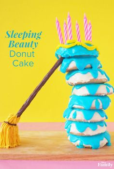 Sleeping Beauty Donut Cake Let your kids lend a hand in the creation of this fun-to-make dessert! Inspired by a Disney classic, this 'Sleeping Beauty' Donut Cake is sure to gain major points with your family. Disney Desserts, Disney Cakes Easy, Disney Inspired Food, Disney Food, Disney Ideas, Disney Art, Sleeping Beauty Cake, Comida Disney, Homemade Donuts
