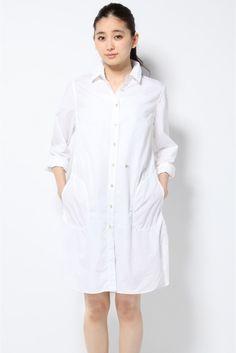 PETTEGOLE シャツワンピース  【Le Sarte Petttegole】イタリアの高級シャツメーカー「サルテペッテゴーレ」。 上質な素材にハンドステッチなどの手仕事をプラスしたユニークなコレクションを展開しています。  シャツをそのまま大きくしたようなオーバーサイズのシルエットに、体を泳がせて着る感じが、女性らしい華奢さを強調します。 袖の刺繍や裾のカッティングなど細部のディティールも凝ったアイテムです。