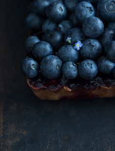 Bluebeery Frangipane www. Frangipane Recipes, Fruit Photography, Beautiful Fruits, Food Styling, Food Art, Sweet Recipes, Blueberry, Food And Drink, Favorite Recipes