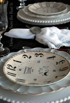 ❥ clock dishes... Oh l love these!!! On a search now!!