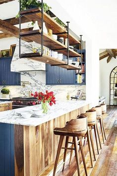 Brooklyn Decker's Eclectic Texas Home Turns On the Southern Charm – centophobe.c… Brooklyn Decker's Eclectic Texas Home Turns On. Rustic Kitchen, New Kitchen, Kitchen Decor, Eclectic Kitchen, Kitchen Industrial, Kitchen Storage, Rustic Farmhouse, Kitchen Layout, Kitchen White