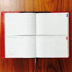 毎日、文房具。では2016年にオススメの手帳を連載でご紹介いたします。 第一弾は伊藤手帳株式会社のセパレートダイアリーです。 みなさんはこんな経験はありませんか? 「月間と週間のページの手帳を使っているけど、片方にしか予定を書かなくて予定を忘れてしまった!」 「時間が縦に流れるバーチカルタイプを使っているけれどTODOを書く場所が少ない!」 そんな方を含めて、イマイチ手帳をうまく使えてないな〜という人にぴったりの手帳をご紹介します、 こ...