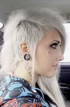 Image uploaded by This Lovely Life . Find images and videos about hair, tattoo and piercing on We Heart It - the app to get lost in what you love. My Hairstyle, Pretty Hairstyles, Hairstyles 2018, Piercings, Eye Piercing, Et Tattoo, Maquillage Halloween, Dye My Hair, Shaved Hair