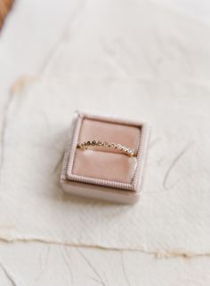 simple circle diamond wedding band | Photography: Lance Nicoll Wedding Photography
