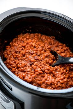 These made-from-scratch Slow Cooker Baked Beans are simple to make, loaded with bacon, and are the perfect side for a barbecue. Baked Beans Crock Pot, Slow Cooker Baked Beans, Baked Beans With Bacon, Beans In Crockpot, Homemade Baked Beans, Boston Baked Beans, Baked Bean Recipes, Crockpot Dishes, Crock Pot Slow Cooker