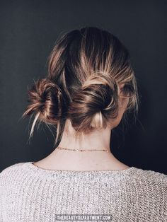 2 MESSY BUNS IN 2 QUICK STEPS