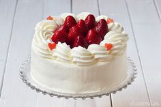 Japanese Strawberry Shortcake (Kurisumasu Keeki), Tarta de fresas y nata estilo japonés Japanese Strawberry Shortcake, Tapas, Chocolate Cake, Desserts, Recipes, Strawberries, Angel, Food, Girls