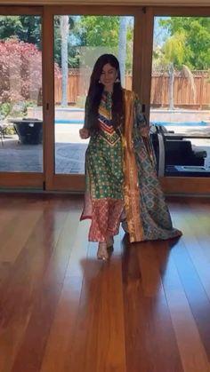 Party Wear Indian Dresses, Designer Party Wear Dresses, Kurti Designs Party Wear, Indian Fashion Dresses, Indian Designer Outfits, Dress Neck Designs, Stylish Dress Designs, Designs For Dresses, Simple Pakistani Dresses